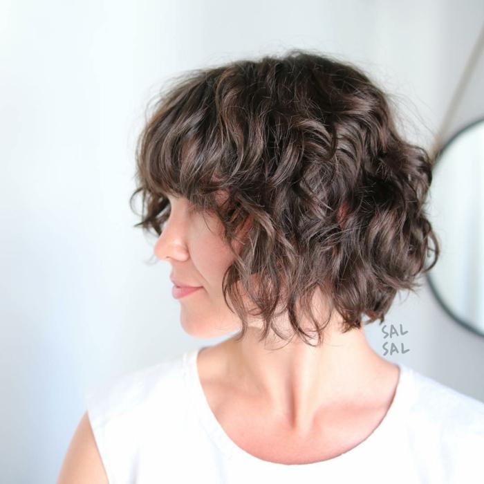 idée coupe pour cheveux bouclés carré dégradé