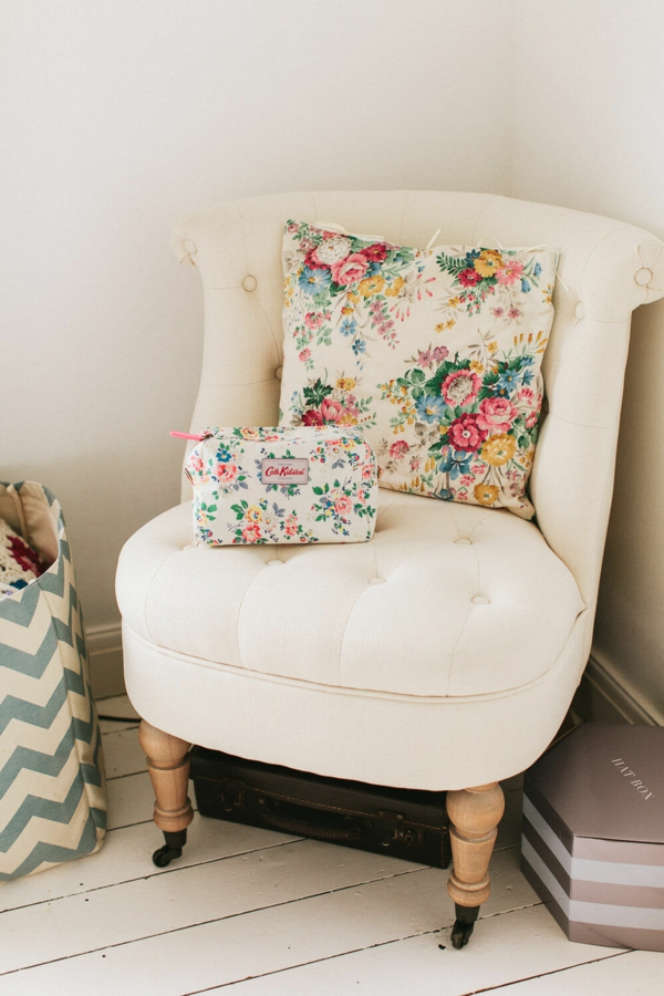idée déco chambre adulte romantique fauteuil confortable