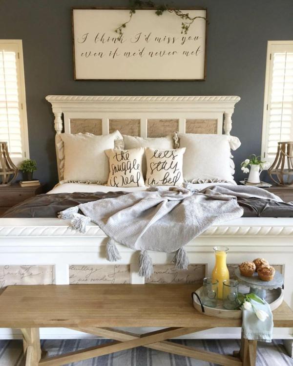 idée déco chambre adulte romantique lit bois sculpté