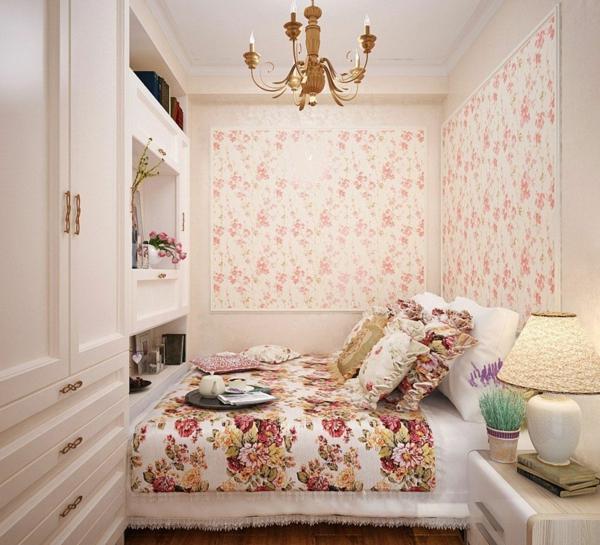 idée déco chambre adulte romantique papier peint motifs floraux