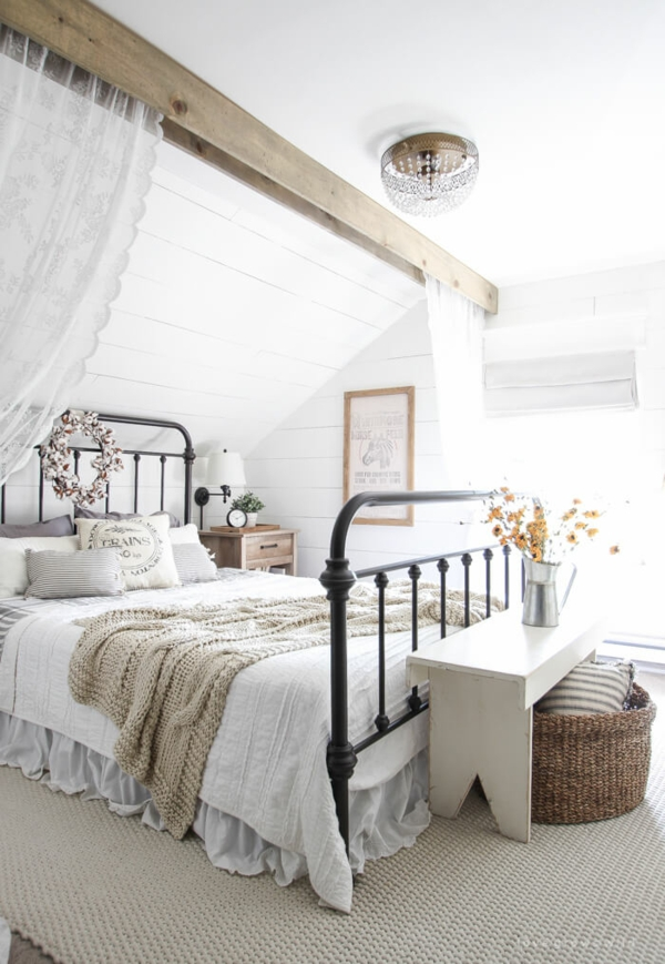 idée déco chambre adulte romantique sous toit tapis moelleux
