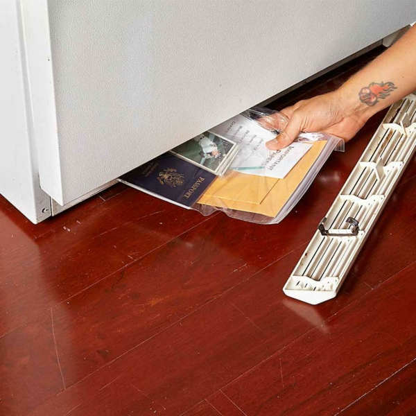 idée de cachette secrète maison grille de frigo