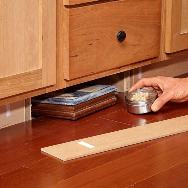idée de cachette secrète maison plinthes de cuisine