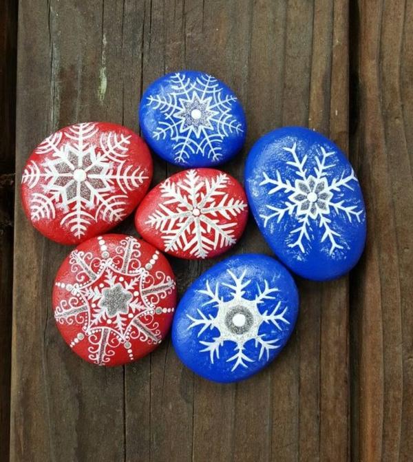 idée de peinture sur galets pour noël flocons de neige