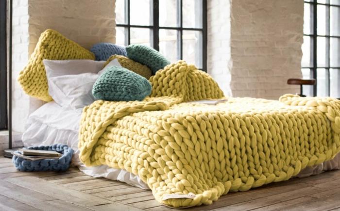 joli déco pour votre lit plaid grosse maille