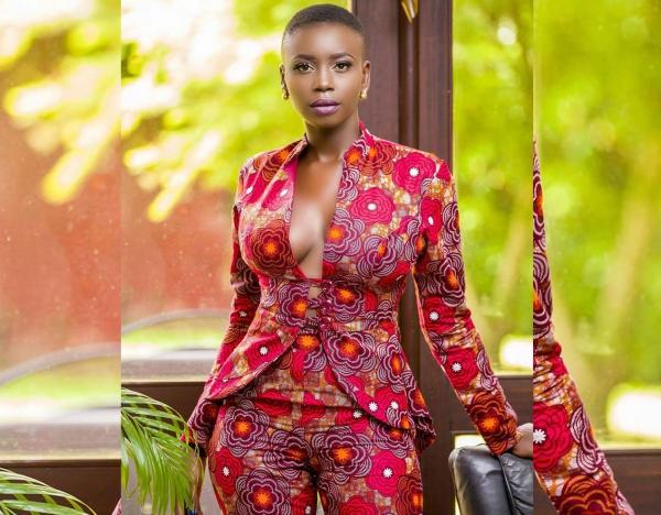 le pagne africain un tailleur en nuances du rouge