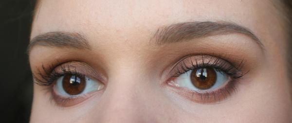 maquillage yeux de biche belle forme des sourcils
