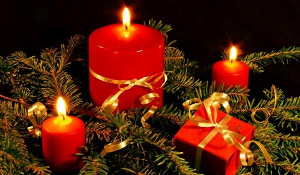oeux de Noël bougies et cadeaux