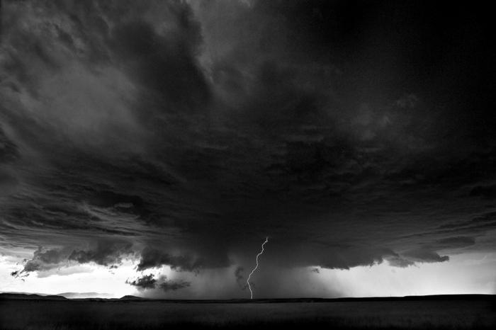 photo magique d'orage photographie noir et blanc