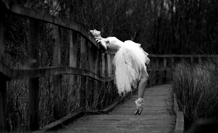 photographie noir et blanc photo d'une ballerine