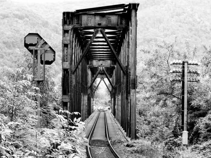 photographie noir et blanc un pont