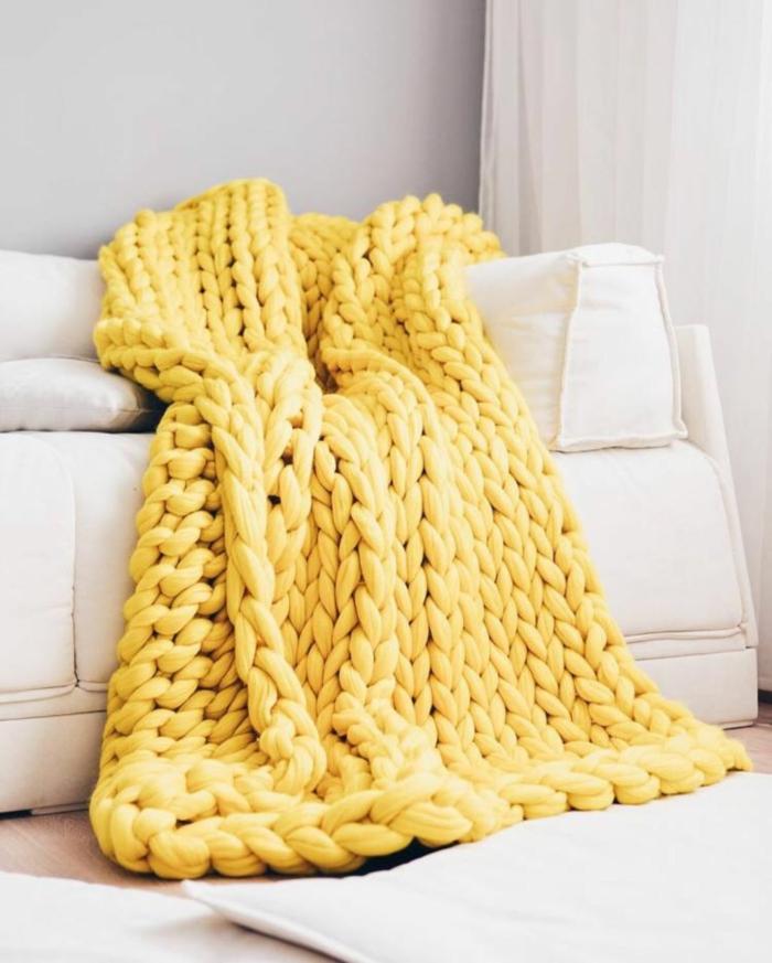 plaid grosse maille idée pour votre canapé