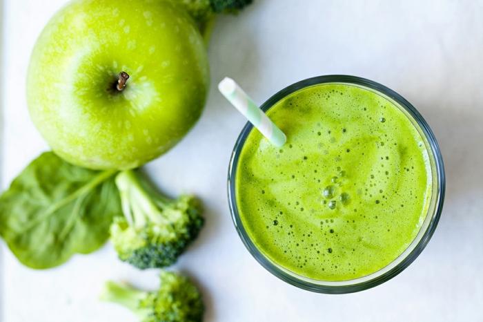 recette smoothie aux pommes, brocolis et épinards
