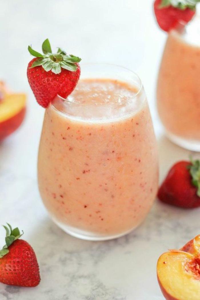 recette smoothie saine aux fraises et pêches