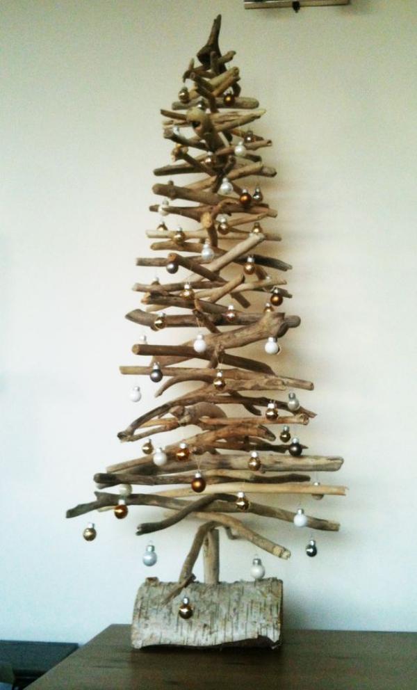 sapin de Noël en bois flotté pas d'étoile