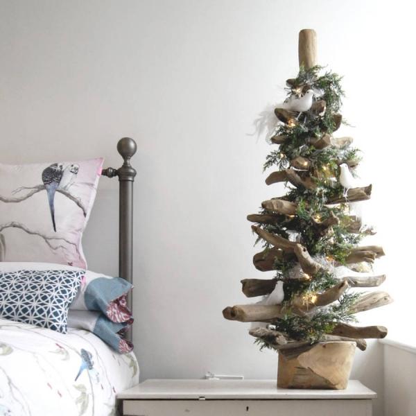 sapin de Noël en bois flotté pour la chambre