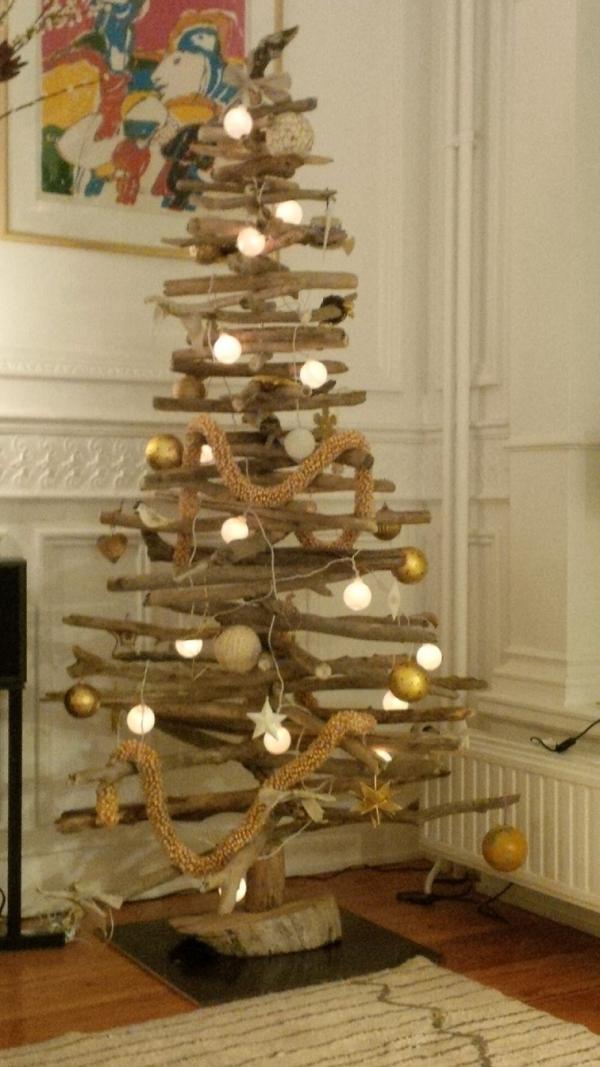 sapin de Noël en bois flotté un arbre haut