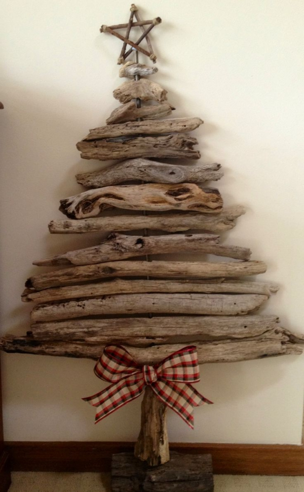 sapin de Noël en bois flotté un sapin modeste
