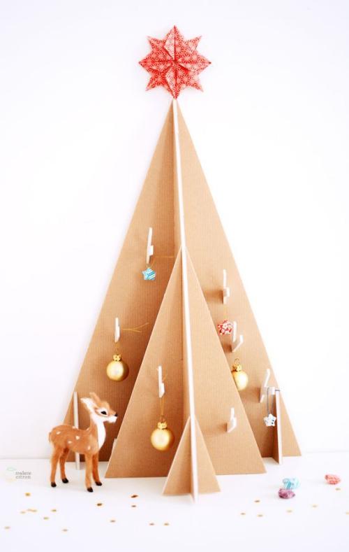 sapin de Noël en carton à niveaux