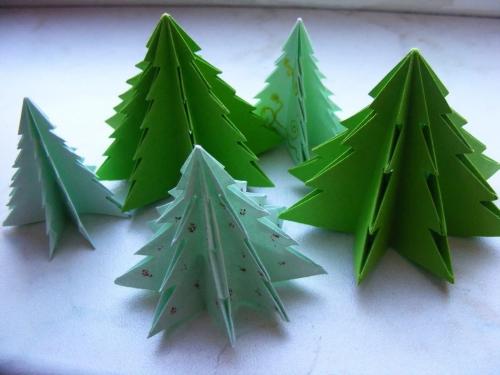 sapin de Noël en carton de petits sapins