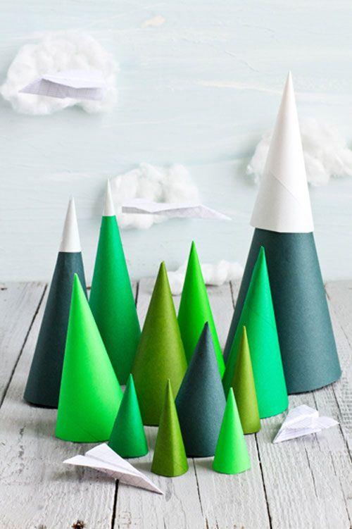 sapin de Noël en carton des cônes verts
