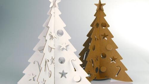 sapin de Noël en carton figures coupées dans le carton