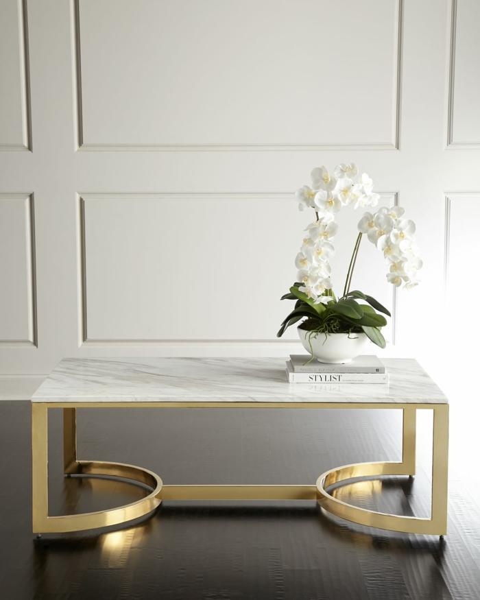 table laiton et marbre idée décoration chambre adulte
