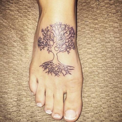 tatouage arbre de vie pied décoré