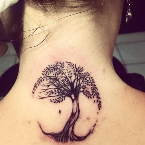 tatouage arbre de vie sur la nuque