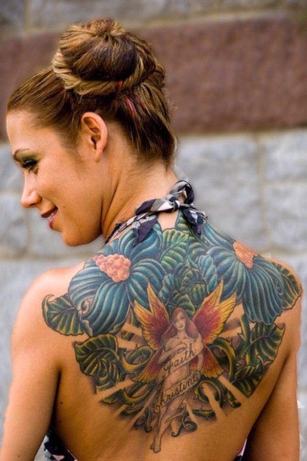 tatouage dos image de femme au milieu du dos