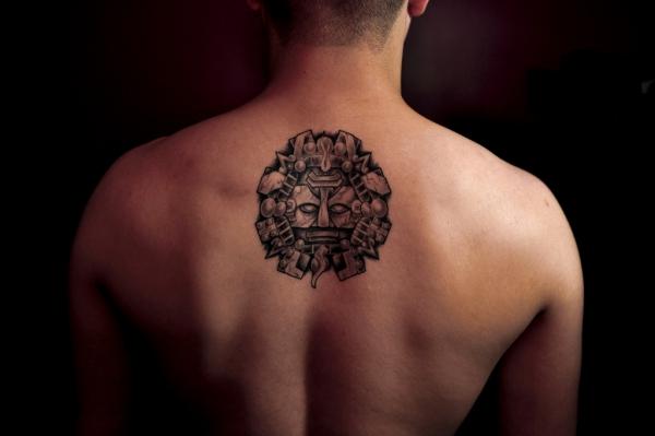 tatouage dos petit dessin