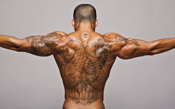 tatouage dos sujet exotique