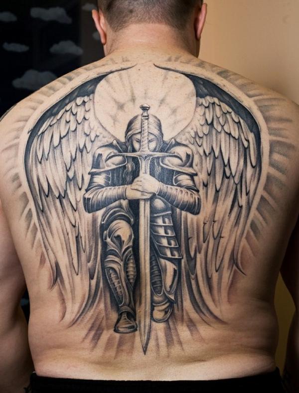tatouage dos une image d'archange