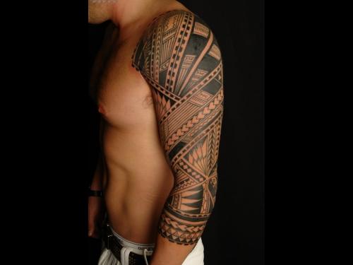 tatouage polynésien figures symétriques