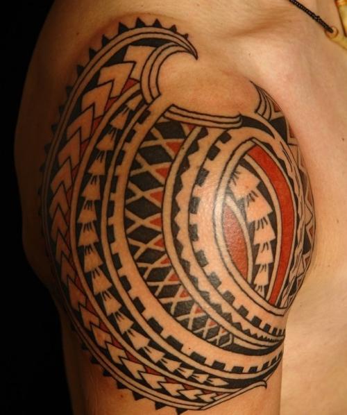 tatouage polynésien modéle pour homme