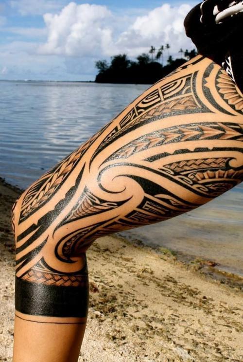 tatouage polynésien tresses et dents de requin