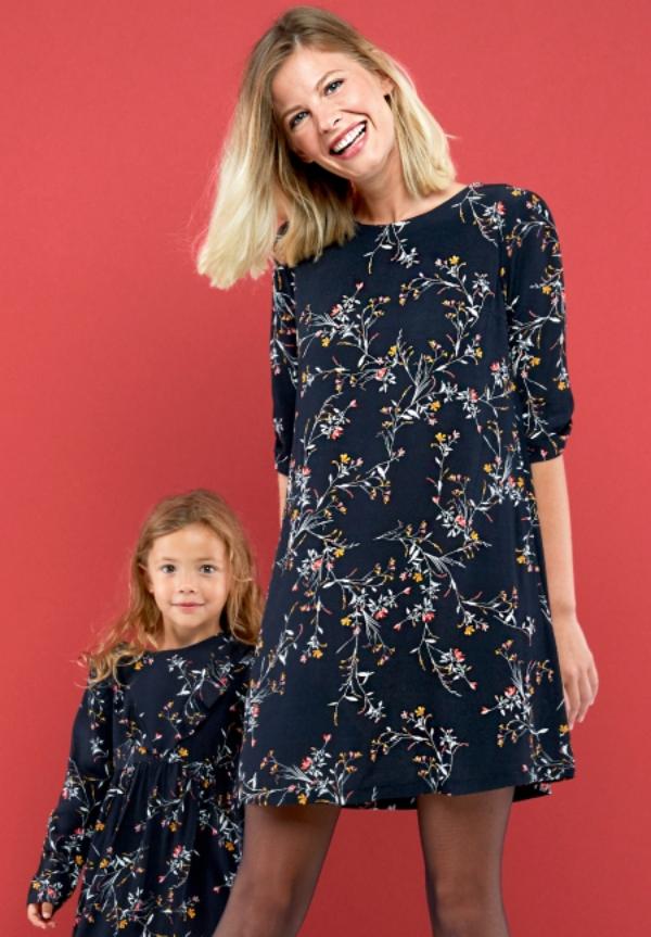 tenue de soirée femme enceinte robe à motifs floraux