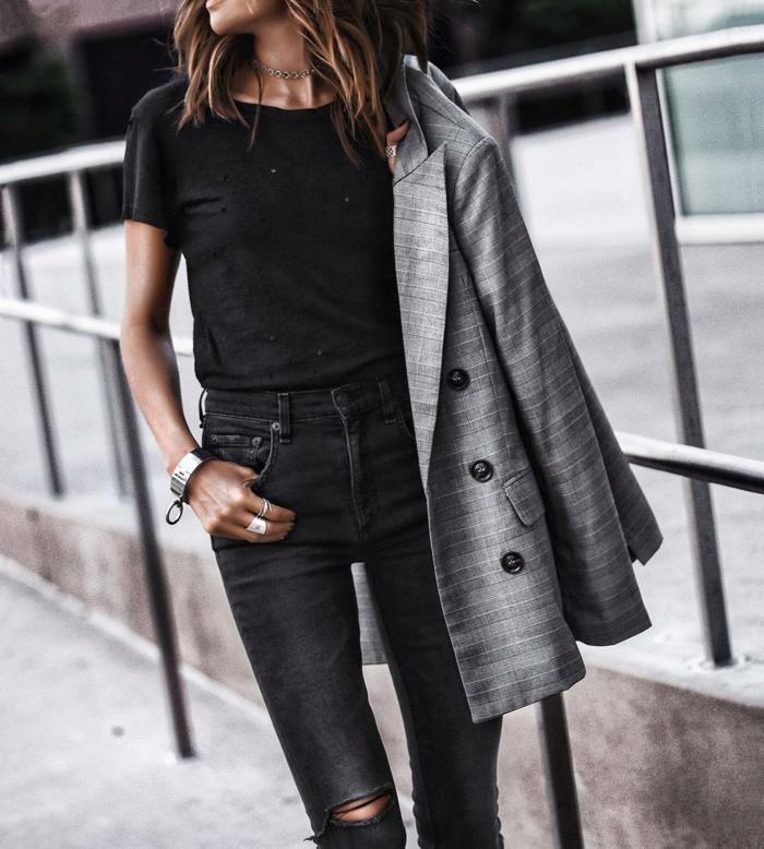 veste carreaux femme en gris à porter avec t-shirt et jean en noir