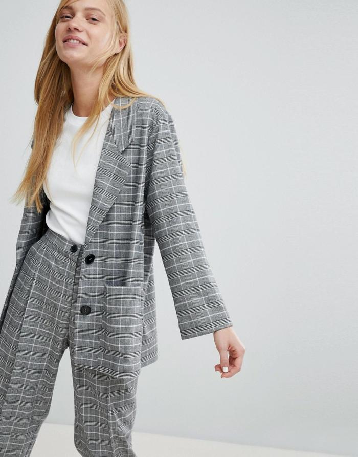 veste carreaux femme en gris et pantalon