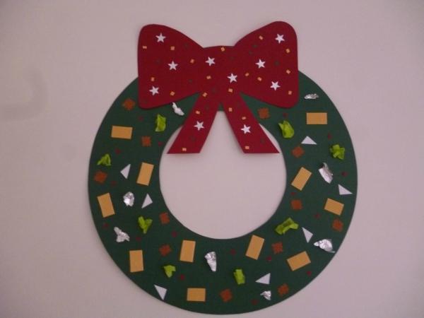 activité manuelle maternelle Noël couronne verte