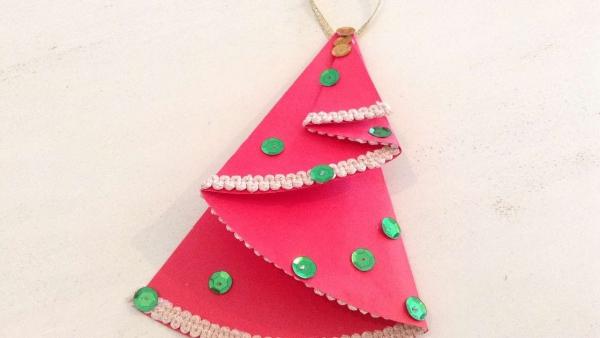activité manuelle maternelle Noël papier rose