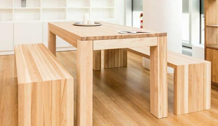 aménager un petit appartement table et bancs en bois