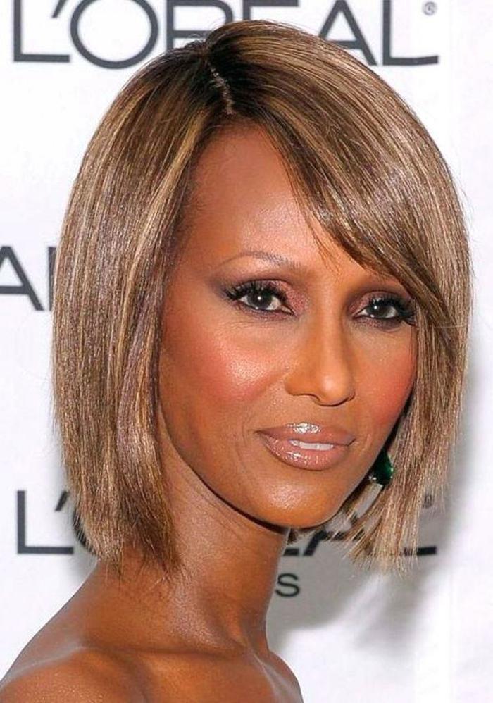 bob asymétrique coupe cheveux courts femme 50 ans