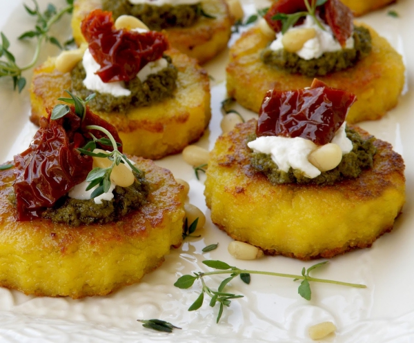 brochettes apéro Noël polenta et du fromage de chèvre