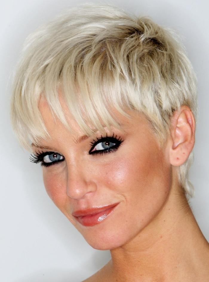 Idees De Coupe Cheveux Courts Femme 50 Ans Pour Paraitre Plus Jeune