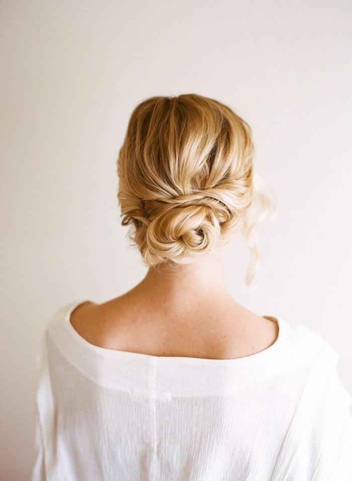 coiffure femme chignon flou