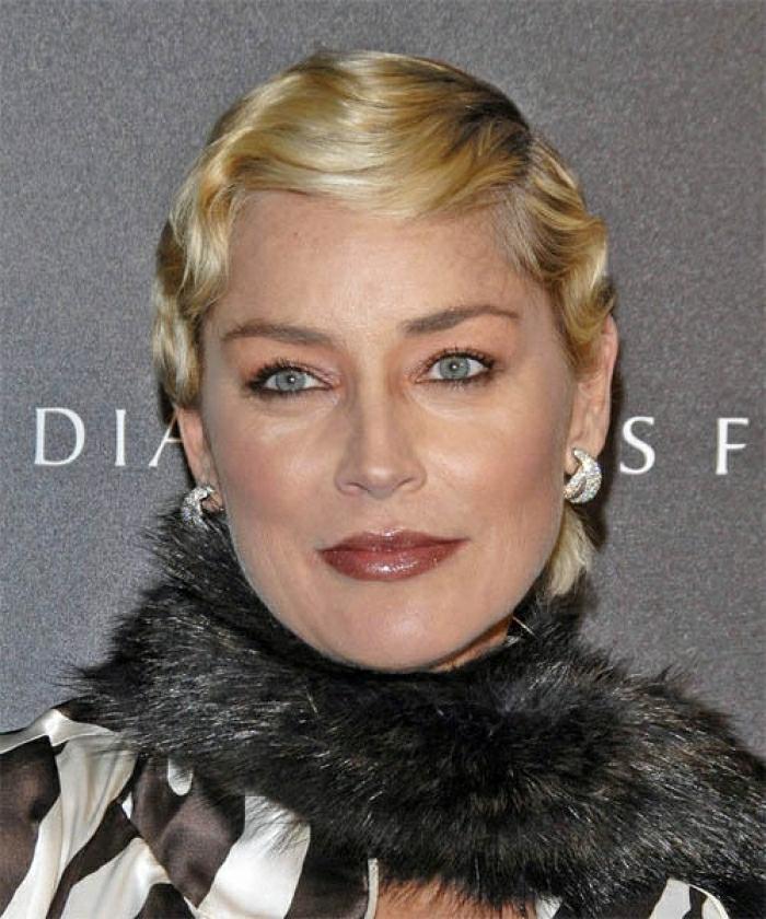 coiffure vague rétro coupe cheveux courts femme 50 ans