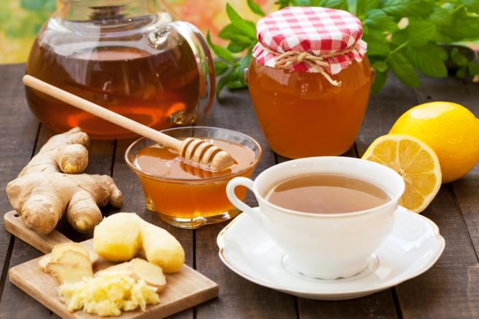 combattre-le-rhume-avec-du-thé-au-gingembre-avec-miel-et-citron