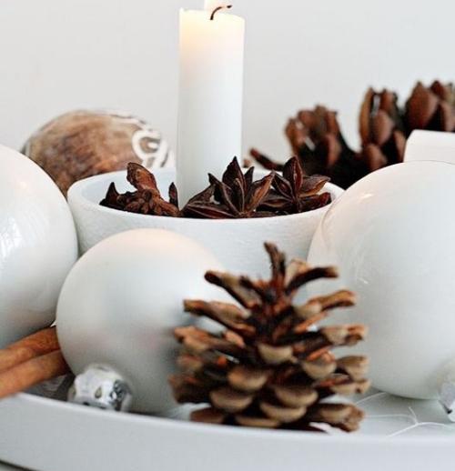 déco Noël scandinave bougies et pommes de pin