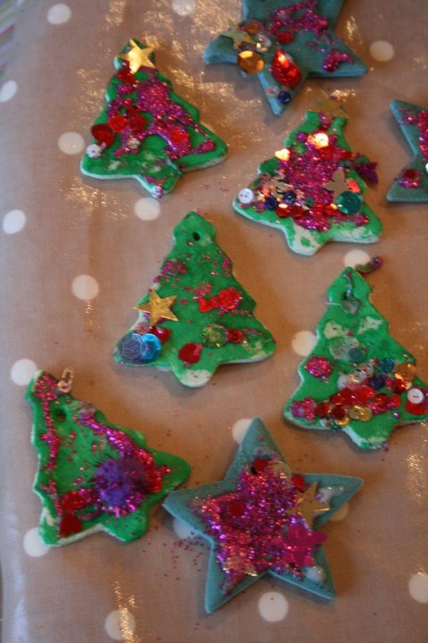 déco de Noël en pâte à sel étoiles et sapins